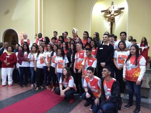 Sacramento do Crisma a 20 jovens da Comunidade Matriz Nossa Senhora da Penha