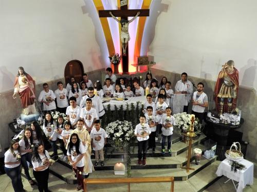 Celebração da Primeira Eucaristia de 27 Crianças