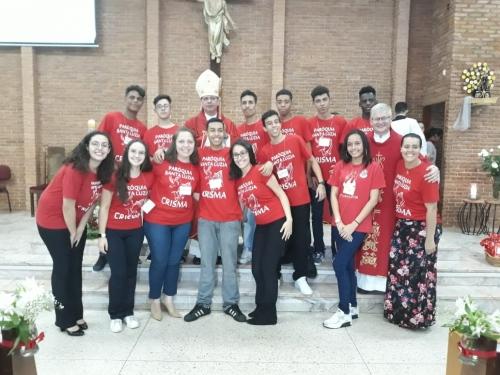 Crisma de 11 jovens na Paróquia Santa Luzia do Setor Santana