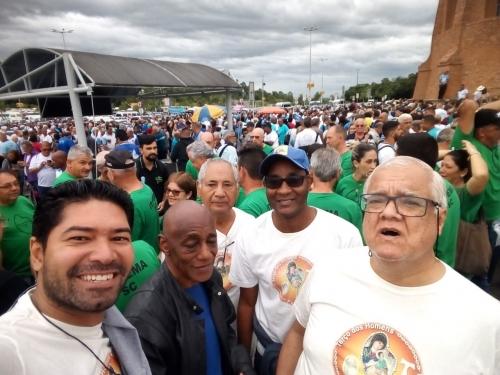 O grupo do Terço dos Homens da Paróquia Sant'Ana participou da XI Romaria Nacional do Terço dos Homens à Aparecida