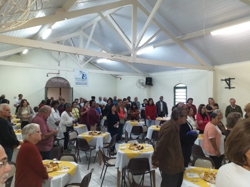 """Em homenagem a todos os nossos segundos pais, a paróquia realizou o """"Chá dos Avós"""""""