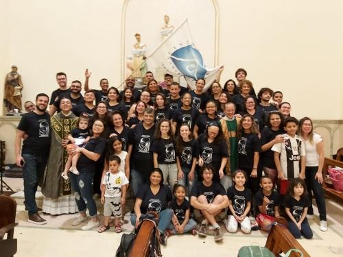 Celebração eucarística presidida pelo diretor espiritual da comunidade Canto de Maria, Pe. Roberto Fernando Lacerda