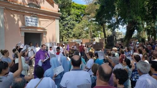 Santa missa na comemoração do dia Dos Finados no Cemitério Tremembé