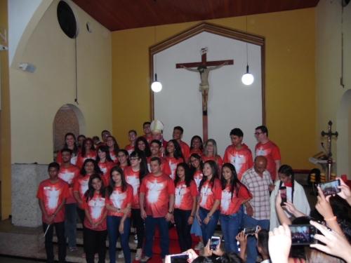 Sacramento do Crisma para 29 jovens e adultos da Paróquia Santa Inês