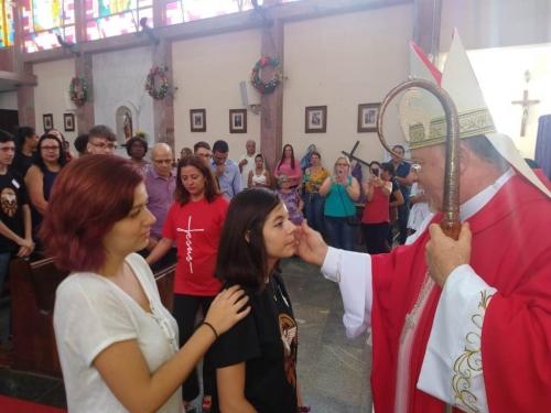 27 jovens e adultos da paróquia São Luís Gonzaga receberam a Crisma em Celebração Eucarística