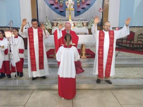 Crisma em Celebração Eucarística presidida por Dom Jorge Pierozan