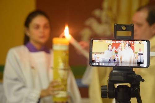 Celebração da Vigília de Páscoa pelas redes sociais